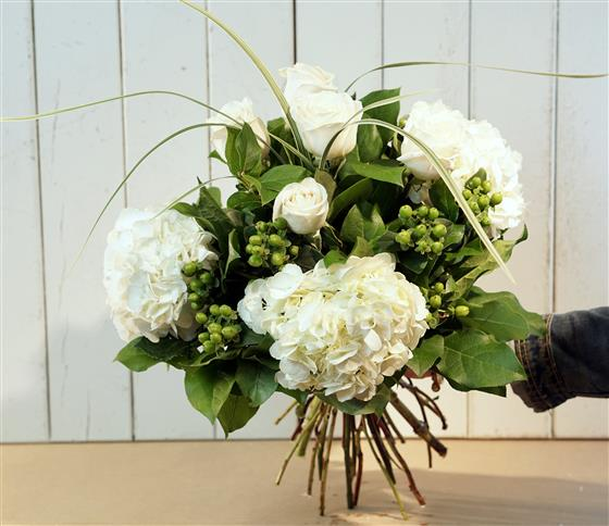 Hydrangea Rose Hand Tied Flowers By The Dozen Florist Burlington