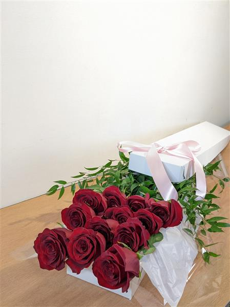 A Dozen LongStem Giftboxed (RED) Roses